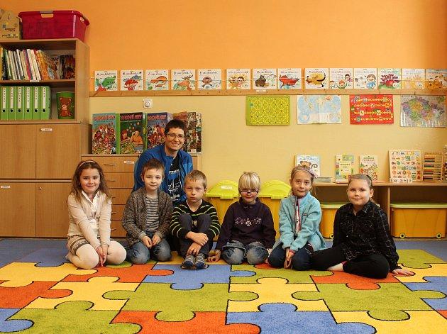 Žáci první třídy Základní školy vNové Lhotě.