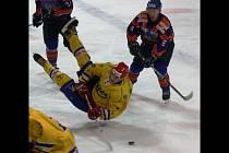 Hodonínští hokejisté přehráli v pátém kole druhé ligy JIndřichův Hradec 6:4. Na zimním stadionu TEZA nebylo ve středu nouze o zajímavé souboje a střety.