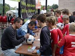 Známí okresní trenéři Vladimír Malár a Richard Hrotek navštívili fotbalový tábor ve Velkých Pavlovicích, který pro hráče od šesti do čtrnácti let uspořádal jejich kamarád a kolega Ivan Dvořák.