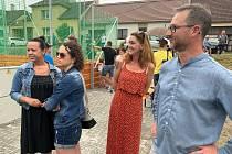Občané Radějova se přišli podívat na slavnostní otevření multifunkčního hřiště.