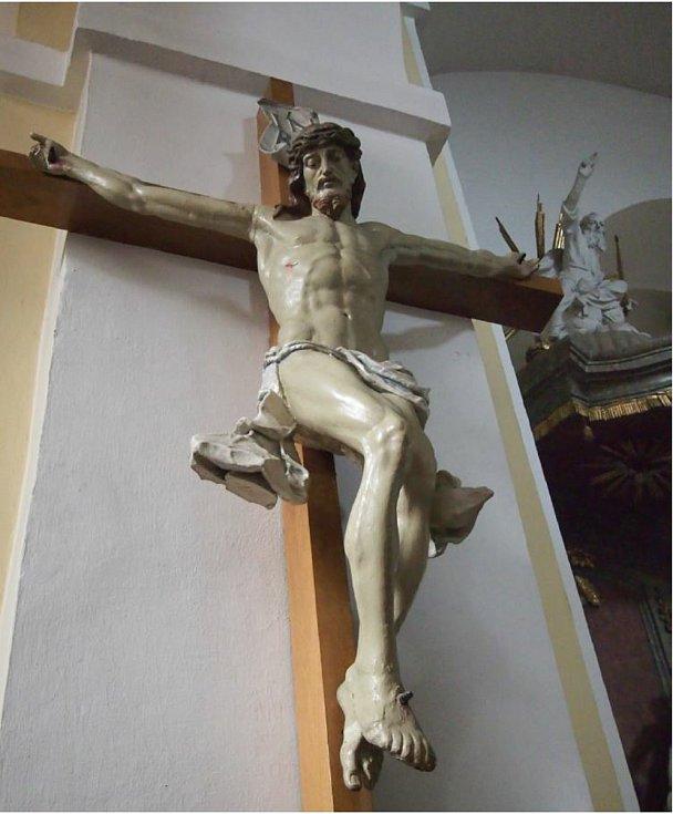 Polychromovaná dřevěná plastika Krucifix v Kyjově na Hodonínsku.