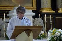 V hodonínském kostele svatého Vavřince sloužil v neděli ráno děkan Josef Zouhar bohoslužbu za všechny, které postihlo čtvrteční řádění tornáda.