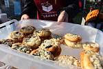 Již po osmé se v Prušánkách uskutečnil festival plný gulášů Gulášfest. V letošním roce se do akce zapojilo patnáct týmů, které připravovaly klasiku v podobě hovězího guláše, nechyběl ale ani segedínský či guláš z daňka nebo srnčího masa.