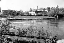 """Hodonín – Hlavní tok řeky tvořil u zámečku tzv. """"Lagunu""""."""
