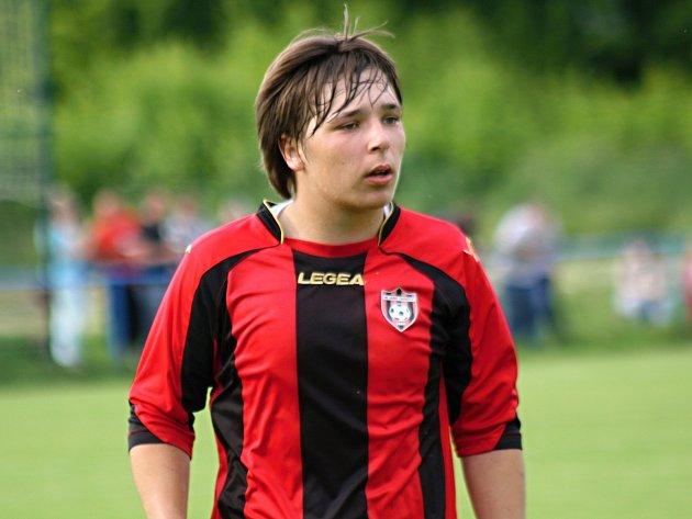 Mladý obránce Vnorov Radim Vyskočil (na snímku) si opět po roce zahraje okresní přebor. Agro Vnorovy do vyšší soutěže mimořádně postoupilo z druhého místa.