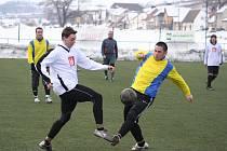 Zápas Hovoran (v bílém) a Sudoměřic kvalitní fotbal nepřinesl.