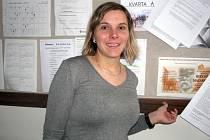 Třiatřicetiletou učitelku hodonínského gymnázia Moniku Mikulicovou nominovali studenti III. B do Ankety o nejlepšího učitele České republiky Zlatý Ámos.