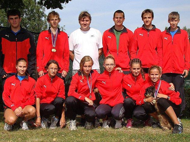 Hodonínští žáci přivezli z Mistrovství České republiky čtyři medaile. Filip Sasínek (v horní řadě druhý zleva) urval dvě zlata.