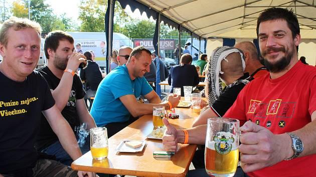Jubilejní pátý Horňácký košt piva v Lipově.