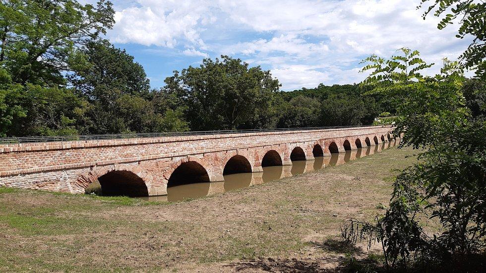 Cihelný most v Mikulově na Břeclavsku.