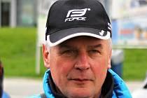 Závody pod vedením uznávaného trenéra a funkcionáře Vladimíra Huška (na snímku) bývají vždy pozitivně hodnoceny svazovými činovníky, traťovými komisaři i samotnými závodníky.
