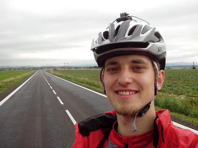 Cestovatel na kole značky Liberta Pavel Novotný zČejkovic.