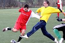 Fotbalisté Mutěnic na úvod přípravy remizovaly s Holíčem 2:2. Za vinaře se blýskl gólem i David Hlava. (ve žlutém)