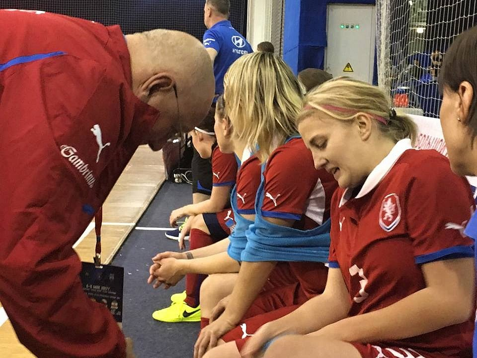 Hodonínská futsalistka Markéta Koplíková (číslo 3) oblékla dres ženské reprezentace na mezinárodním turnaji v Moskvě, kde Češky postupně vyzvaly domácí Rusko, Španělsko a Írán.