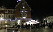 Lidé si na hodonínském Masarykově náměstí zazpívali koledy spolu se sbory Crescendo a Přípravným pěveckým sborem Základní umělecké školy Hodonín.