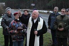 Žehnání pamětní desky revírníka Karla Jančíka na hájence v Ratíškovicích.
