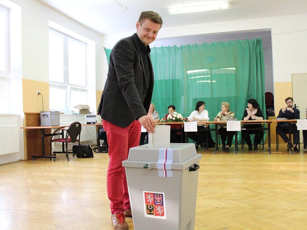 Jihomoravský lídr Pirátů Radek Holomčík hlasoval ve Strážnici na Hodonínsku.