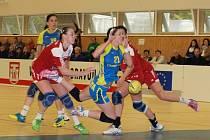 Házenkářky Veselí nad Moravou odehrály proti favorizovaným Michalovcím výborný zápas. Ještě v padesáté minutě vedl slovácký celek o pět branek.