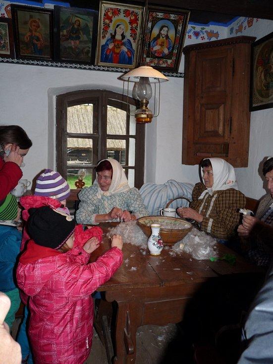 Tradiční pořad strážnického skanzenu Radujme se, veselme se přiblížil, jak Vánoce prožívali naši předkové.