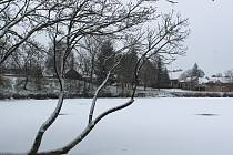 Slovácko na Nový rok pokryl první sníh. Do terénu museli vyrazit silničáři.