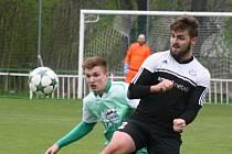 Bzenecký obránce Tomáš Košut (v zeleném dresu) přidal v sobotním zápase s Pelhřimovem nadstavbu v podobě vedoucí branky. Slovan doma zvítězil 3:1.