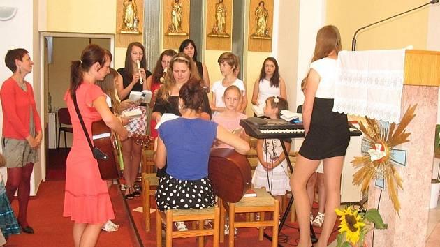 Křest nového CD dívčí scholy z Tvarožné Lhoty s názvem Pápení.