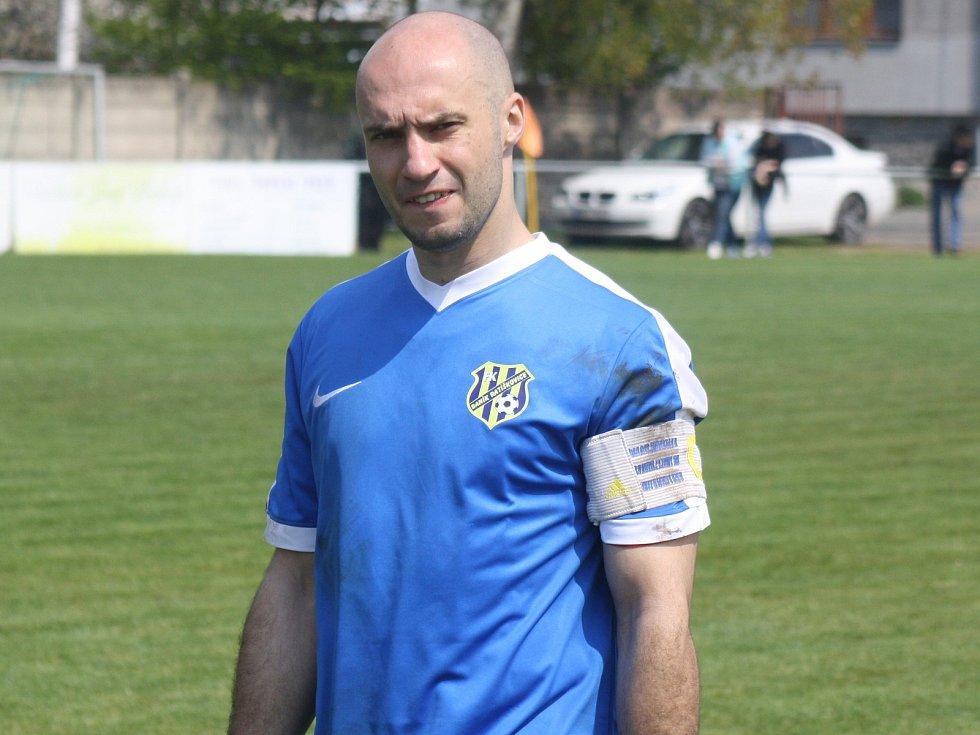 Porážku fotbalistů Ratíškovic na hřišti v Lednici neodvrátil ani kapitán Tomáš Kundrata (na snímku).