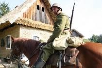 Vojenský den ve strážnickém skanzenu byl i s dobovou módní přehlídkou.