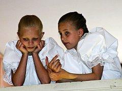 Děvčata v důvěrném hovoru.
