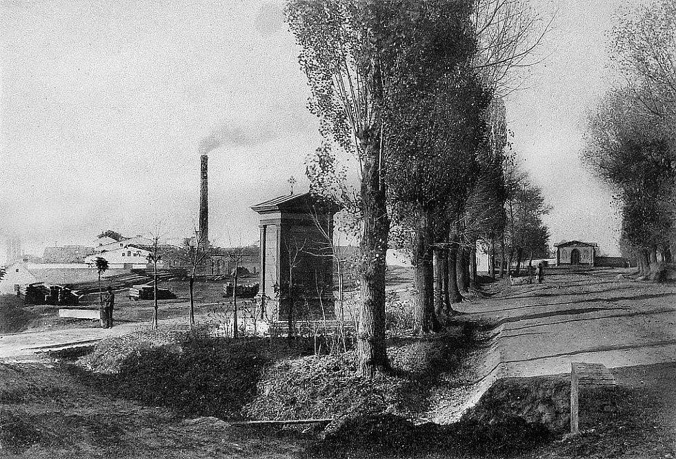 Vlevo Stummerův cukrovar na Palandách.