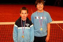 Mladí kyjovští tenisté Dan Gregorovič (vlevo) a Petr Cahlík.