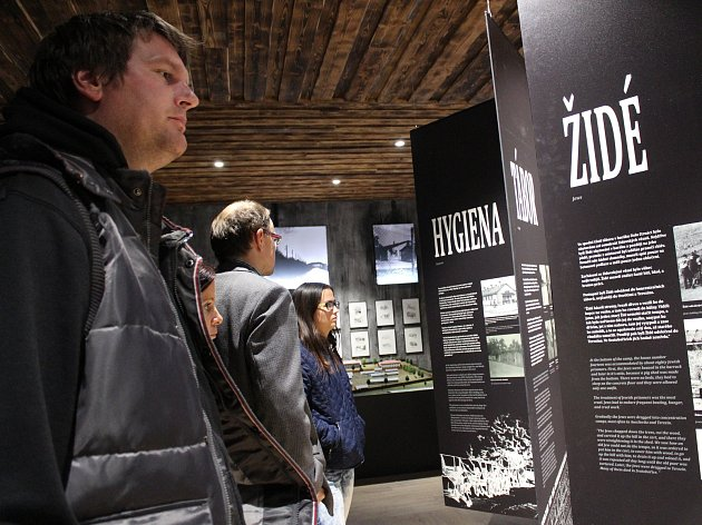 Ve Svatobořicích-Mistříně otevírali památník internačního tábora.