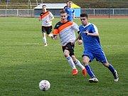 Fotbalisté Kyjova (v bílých dresech) remizovali v derby s Ratíškovicemi 1:1. Domácí hráli proti Baníku od 57. minuty bez vyloučeného Jakuba Rubíka.