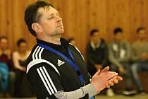 Veselský trenér Slavomír Varga (na snímku) měl v Bratislavě problémy se složením základní šestky, proto remízu 32:32 nakonec bral.