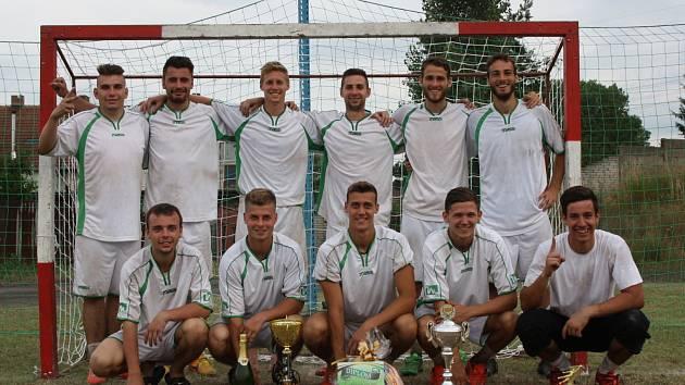 Na tréninkovém hřišti ve Vacenovicích se v sobotu představilo čtrnáct týmů. Pohár a finanční prémii deset tisíc korun nakonec získal slovenský tým Hyjeny.