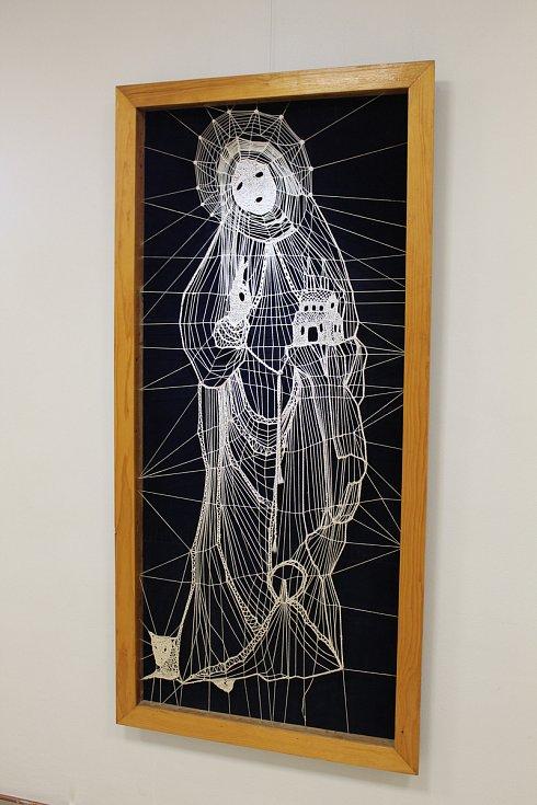 Výrobě obrazů složených ze sítí šité krajky a bavlněné nebo režné nitě se Anna Netíková věnovala většinu svého života. Mnoho lidí si tak pojem nitěné obrazy spojuje právě s jejím jménem.