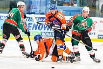 Hodonínští hokejisté (oranžovomodré dresy) se v přípravě na nadcházející druholigovou sezonu dvakrát utkají také se slovenskou Skalicí.