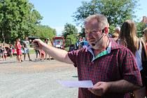 Krajská trojka lidovců a josefovský starosta Vojtěch Pospíšil při startu závodu traktorů.