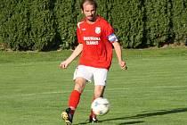 Fotbalisté Šardic zdolali ve 2. předkole Krajského poháru Vacenovice 2:0. Na výhře se podílel také domácí kapitán Ondřej Zicháček (na snímku).