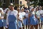 Kolem sto padesáti krojovaných se v sobotu sešlo ve Vracově, aby oslavili konec žní tradičně nazývanou Dožínky.