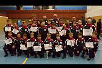 Početná výprava Sokola Hodonín ovládla na turnaji v Meziboří soutěž družstev a po zásluze získala pohár předsedy Tělovýchovné jednoty Baník.
