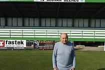 Bývalý fotbalový a hokejový trenér Jiří Vítek (na snímku) v pondělí 24. dubna oslaví osmdesáté narozeniny.
