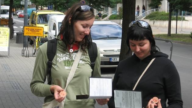 Studentky vybírají peníze na domov