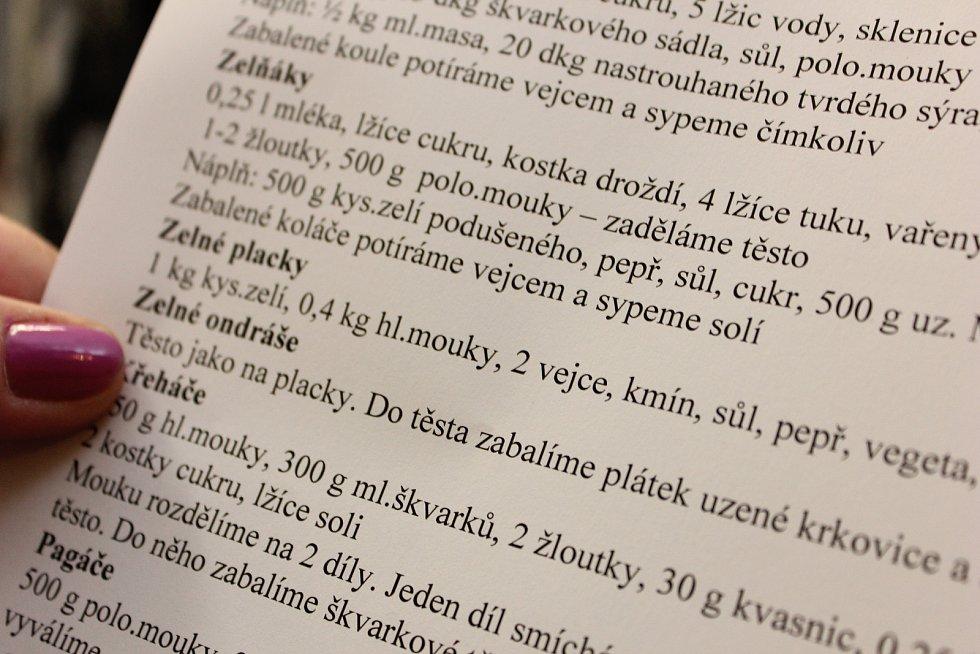 Tradiční košt v Mikulčičích lákal v sobotu na pálenky i zelí.