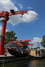 Novinky v petrovském přístavu na Baťově kanálu - stacionární jeřáb pro zdvih až desetitunových plavidel a unikátní člun pro vozíčkáře.