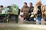 Výlov rybníka Dvorský přilákal stovky návštěvníků.