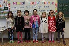 Žákyně první třídy ze Základní školy Jana Ámose Komenského v Žeravicích.
