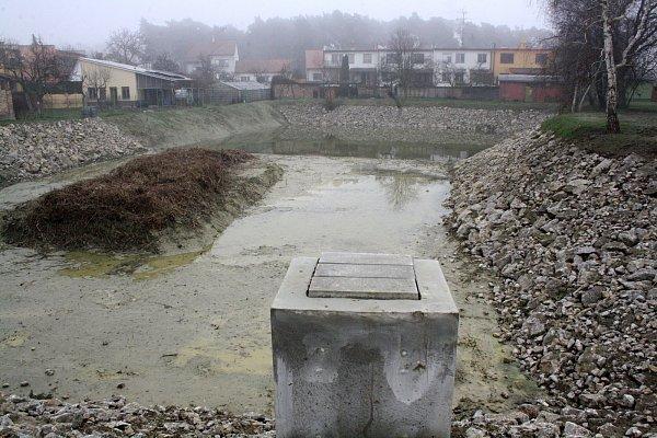 Obnova jezírka Húštík ve Vacenovicích.
