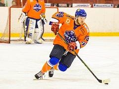 Hodonínští hokejisté si v Kopřivnici připsali nejvyšší výhru sezony, když domácí tým překvapivě deklasovali 10:0. Mezi střelce se v sobotu zapsal i útočník SHK Jakub Kadlec (na snímku).
