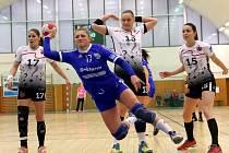 Házenkářky Veselí nad Moravou doma podlehly  Partizánskemu o jediný gól. Další porážku neodvrátila ani domácí pivotka Kristýna Pastorková (na snímku v modrém).